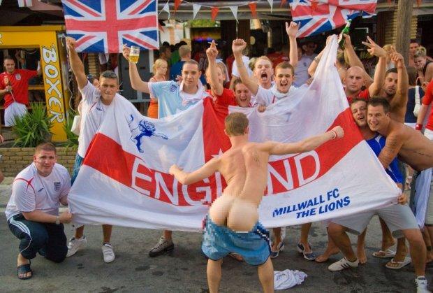 profimedia-engleski-navijaci-pokazuju-zadnjicu-muning-1465735895-927275.jpg