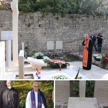 fotografije pravoslavnog svestenika Stevana Kovačevića na ustaškom spomeniku sa fratrima.jpg